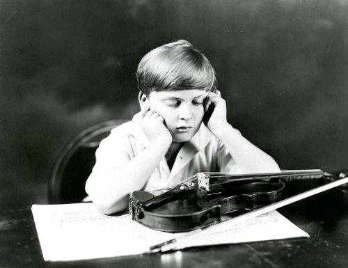 yehudi-menuhin_boy-with-violin-and-score