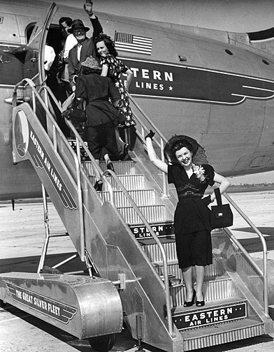 hatcher-boarding-plane-1947